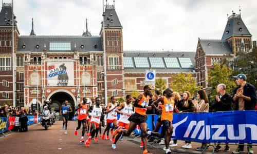 2018-10-21 09:41:09 AMSTERDAM - De kopgroep van de mannen in actie tijdens de TCS Amsterdam Marathon 2018. ANP REMKO DE WAAL